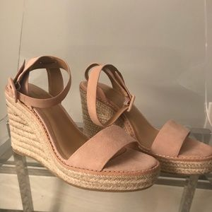 NEW! BANANA REPUBLIC SANDALS DUSTY PINK SUEDE